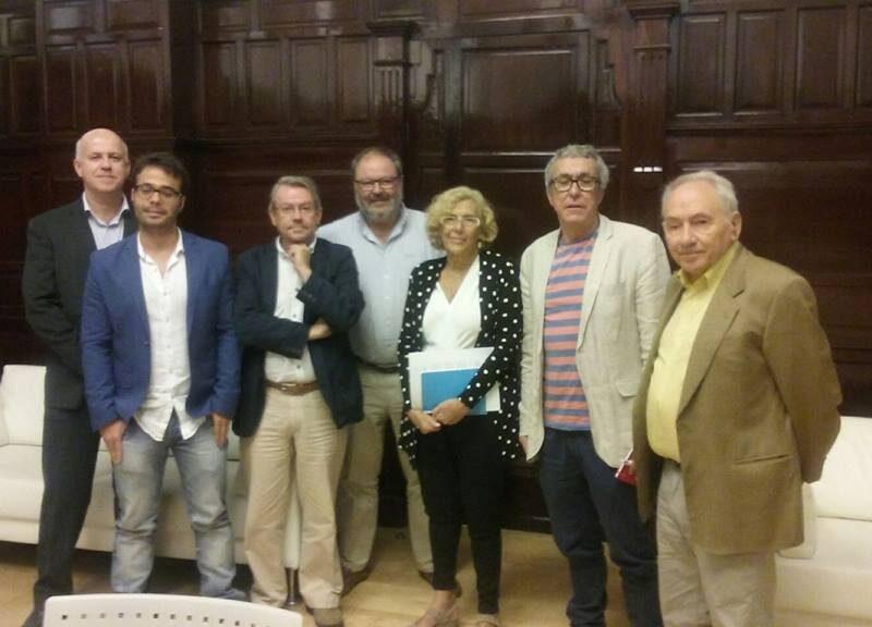 Manuela Carmena con miembros de la Fundación San Juan Evangelista